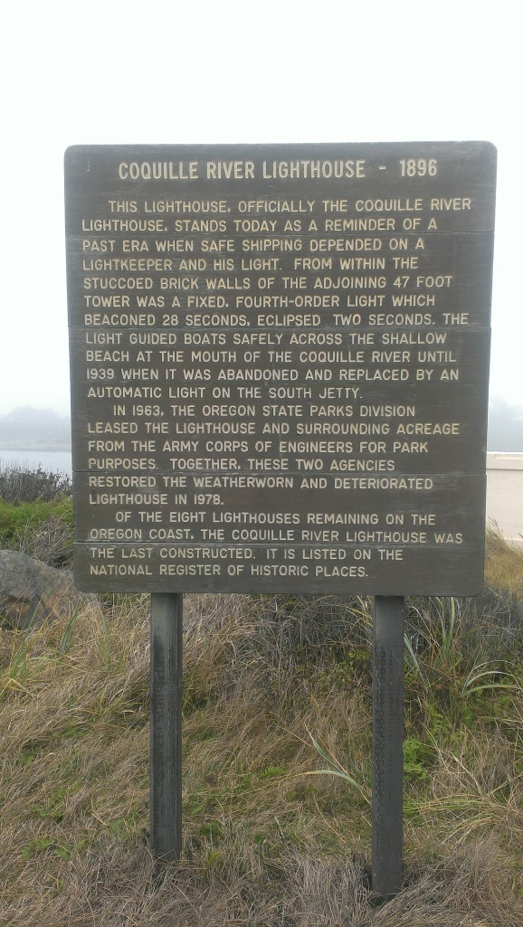 Decription of the lighthouse at the start of the path to it